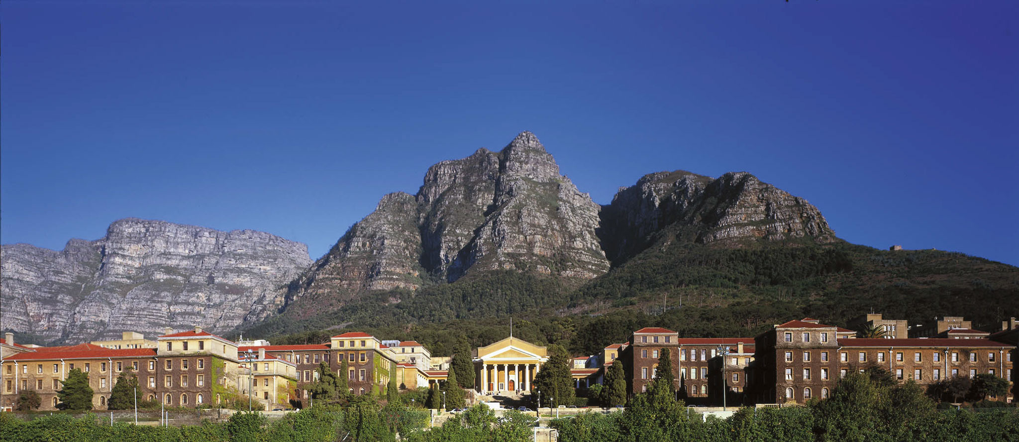 photo of UCT's upper campus beneath Devil's Peak